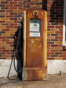 1266445_vintage_gas_pump.jpg