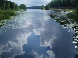 933701_lake_with_clouds.jpg