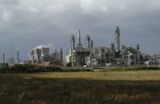 oil_refinery_and_field.jpg